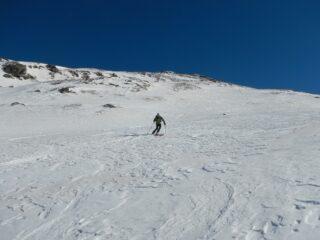discesa su neve compatta e irregolare
