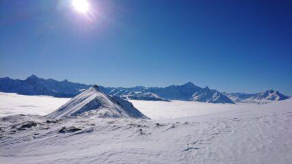 La cresta per arrivare in vetta, quasi priva di neve.