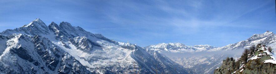 Panorama dalle Levanne a punta Fourà. All'estrema dx si veda la croce della Prouset.