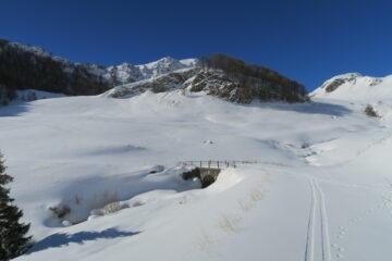 da qui a Thouraz 2 dita di neve fresca su crosta portante