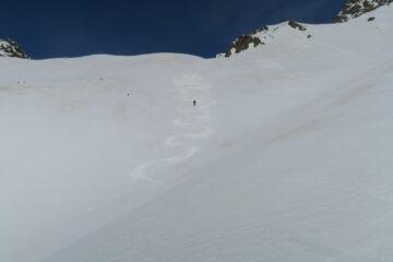 poca  neve fresca su fondo duro