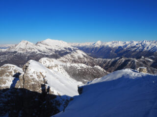 Panorama verso le Grigne dalla vetta del Monte Resegone.