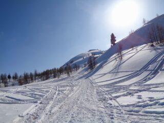 La strada che prosegue al Col Saurel
