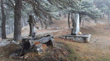 fontana e cippo verso Sollietto