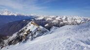 La parte alta della discesa con vista sulla Valtellina