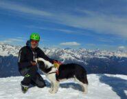 Enzo e il simpatico cane in vetta al Rodes