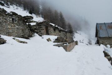 All'alpe di Viou, con innevamento (e nuvole) ancora notevoli