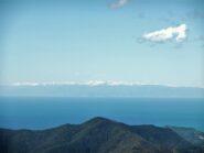 Le lontane Alpi Liguri dalla Pietra di Vasca