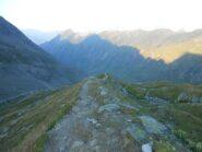Percorriamo il sentiero sul filo della grande morena.