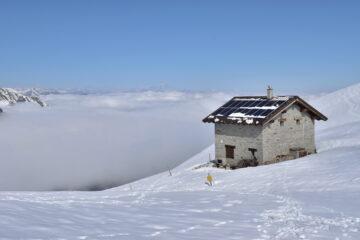 Colle Balur e Monviso in lontananza,mare di nubi sulla piana