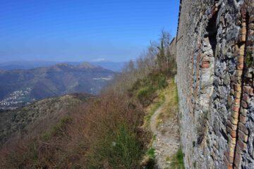 Veduta verso Ovest da Forte Monteratti (m 565)