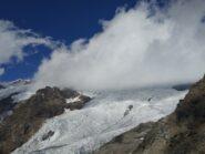 Nubi si addensano sul ghiacciaio