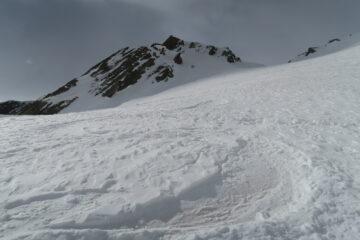 breve tratto di neve polverosa