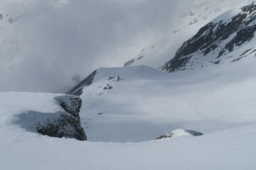 il rifugio Amianthe dagli ultimi splendidi pendii sotto la cima