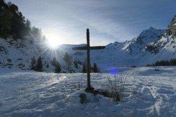 fuori dal tratto ghiacciato si apre lo splendido vallone di Entrelor