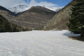 nell'altro versante la neve non c'è più