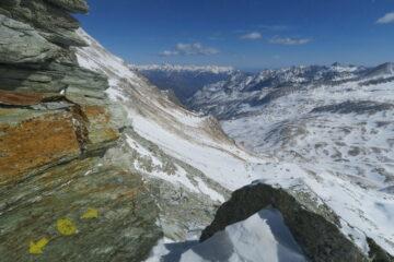 dal colle vista verso il vallone di Dondena assai scarso di neve