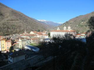Pieve di Teco dall'inizio dell'itinerario.