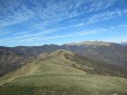 Crinale dopo il Monte Guardiabella con a dx il Monega