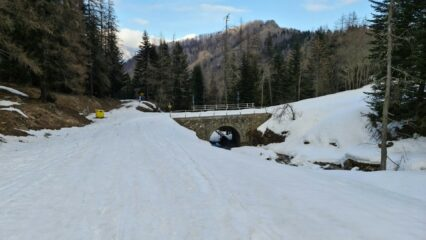 il ponte sul Rio Giairetto dove si inizia a seguire la pista forestale