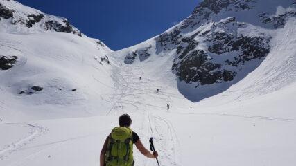 Il canale sotto la Bocchetta di Reguzzo, bello in discesa ma un incubo in salita per via degli enormi zoccoli sotto gli sci