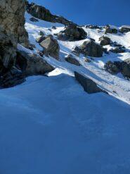 Il giardino di rocce e neve dal punto di stop