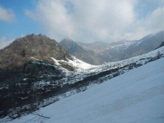 Al rientro, Motta di Campo a sx e l'Alpe omonima nella sella a dx
