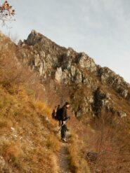 Sul Sentiero Elvezio che traversa verso il Sasso di Preguda.