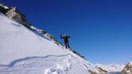 20 metri sotto la vetta si calzano gli sci