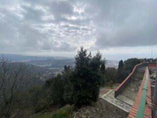 guardando Genova