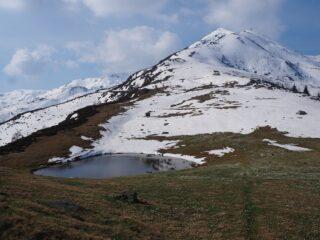 Il Lago del Pizzo e la dorsale per il Monte Bo.