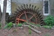 Vecchia ruota da mulino alla Cascina Broggina