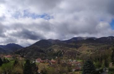 Panorama Visto da frazione Badia, durante discesa e rientro nella piazza della chiesa.