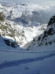 Le tracce degli sci nella farina all'uscita