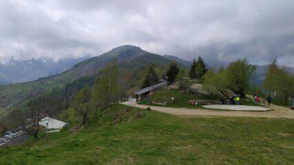 Il Colle Vaccera con alle spalle il Monte Servin