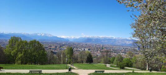 Panorama su Torino e le Alpi dal parco S.Vito