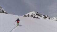 Intorno a quota 2.900 m riappare la Cima del Pelvo