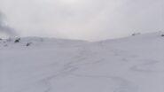 Curve nella neve fresca di maggio