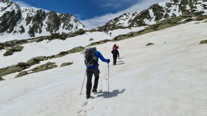 salendo nella parte alta del vallone, a circa 2300 m su neve continua