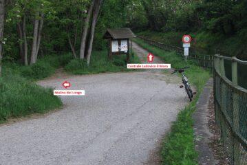 Il bivio presso la presa del canale Conti per chi vuol proseguire fino alla centrale Ludovico il Moro