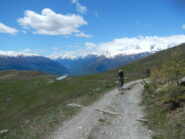 sulla sinistra l'Alpe Costa Rossa 1925 m.
