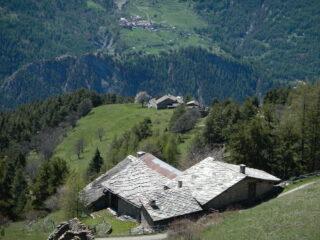 Grange Roche,  Piccou e sul versante opposto Chateau Beaulad