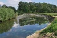 L'effetto dell'erosione spondale, qui il sentiero è stato divorato.