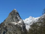 Mont Chetif e Aig. des Glaciers visti da sotto il Rifugio