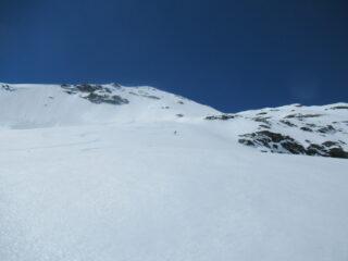 Belle curve filanti nella parte superiore della discesa, su neve comunque ancora in corso di trasformazione