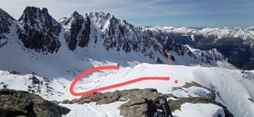 Discesa dal passo Lausa sul versante francese. Indicato il canalino per la salita diretta al Passo Tenibres