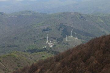 Il Colle San Bernardo, punto di partenza dell'anello, quasi 800 metri più in basso.