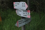 """Indicazioni presso il ponte di chiatte: il sentiero SP """"ufficiale"""" passa forse oggi di qui e non dalla Cascina Orsine."""