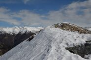 La cima con il versante Ovest ancora innevato
