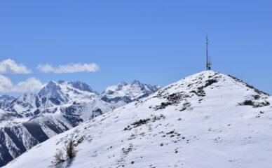 Ultimi metri per il monte Autes, sulla sinistra il monte Matto ancora ben innevato